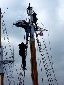 Re-rigging the topmast